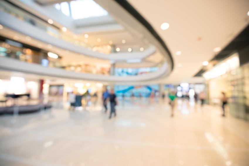 Einkaufszentrum Innenansicht unscharf